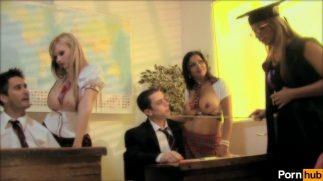 Genç çiftten banyoda mobil porno