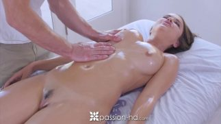 Büyük göğüslerin yalandığı hd porno