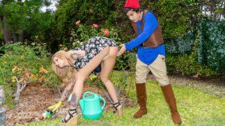 Bahçe İşleriyle Uğraşan Seksi Hatunu Tecavüz Eden Uyanık