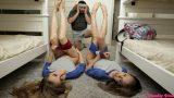 Asi Kızların Arasına Düşen Şanslı Erkek Acımadan Sikiyor